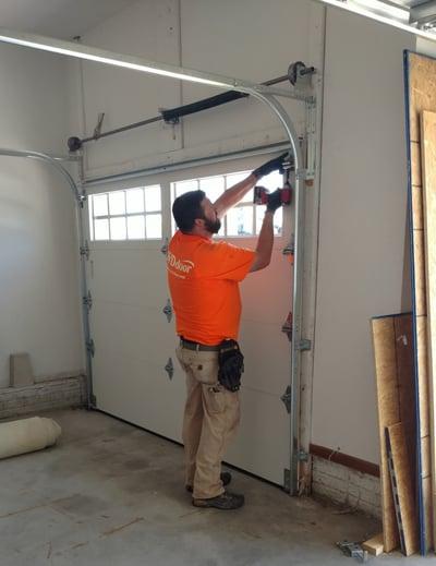 residential_garage_door_installation-740153-edited.jpg