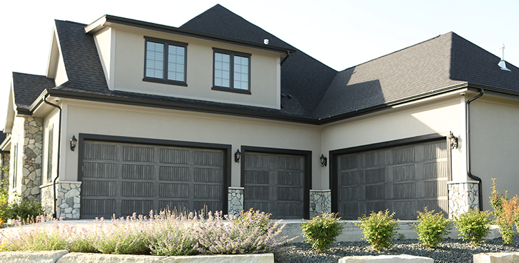 house-with-three-garage-doors