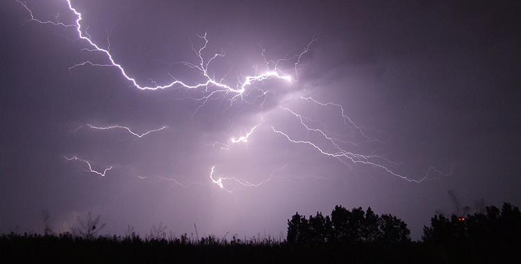 thunderstorm-des-moines-garage-door-service.png