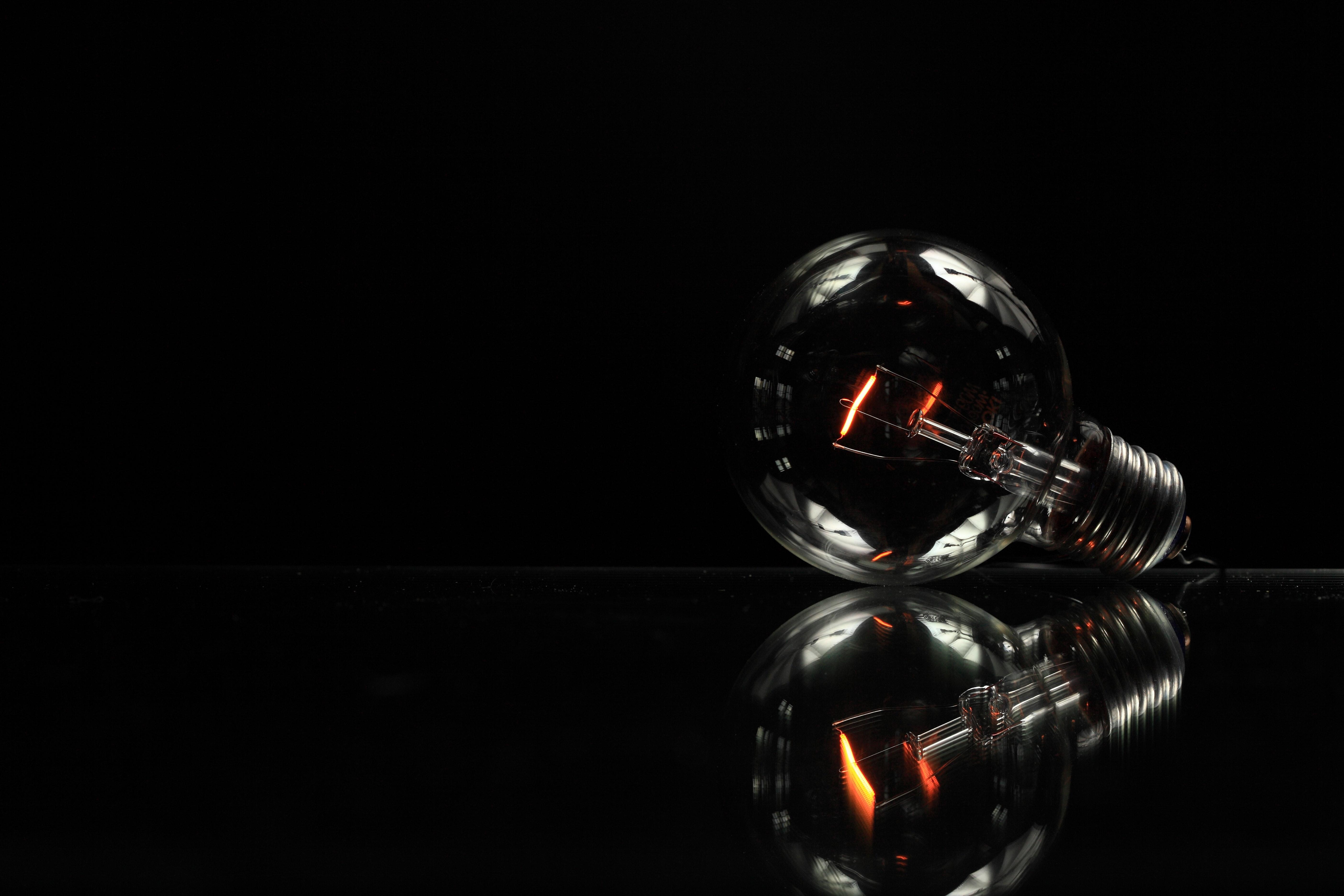 glass-lightbulb-electricity